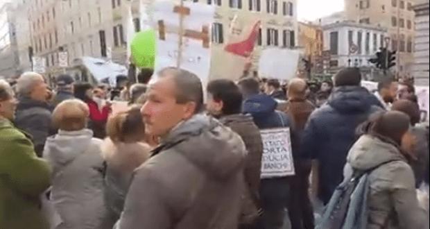 Manifestazione del Comitato vittime del #salvabanche contro Governo e Bankitalia